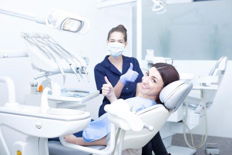 Ile kosztują implanty zębowe?